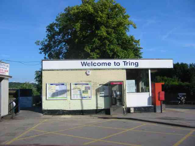 Tring railway station, by Jack Hill (http://commons.wikimedia.org/wiki/File:Tring_Railway_Station.jpg#mediaviewer/File:Tring_Railway_Station.jpg)